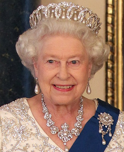 queen-elizabeth-ii-jewellery-queen-elizabeth-ii-36725307-433-531